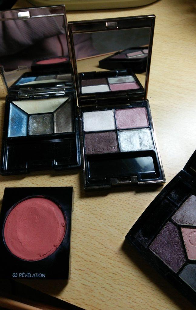 先生が似合うと選ばれる化粧品もやはりサマータイプのカラーでした。